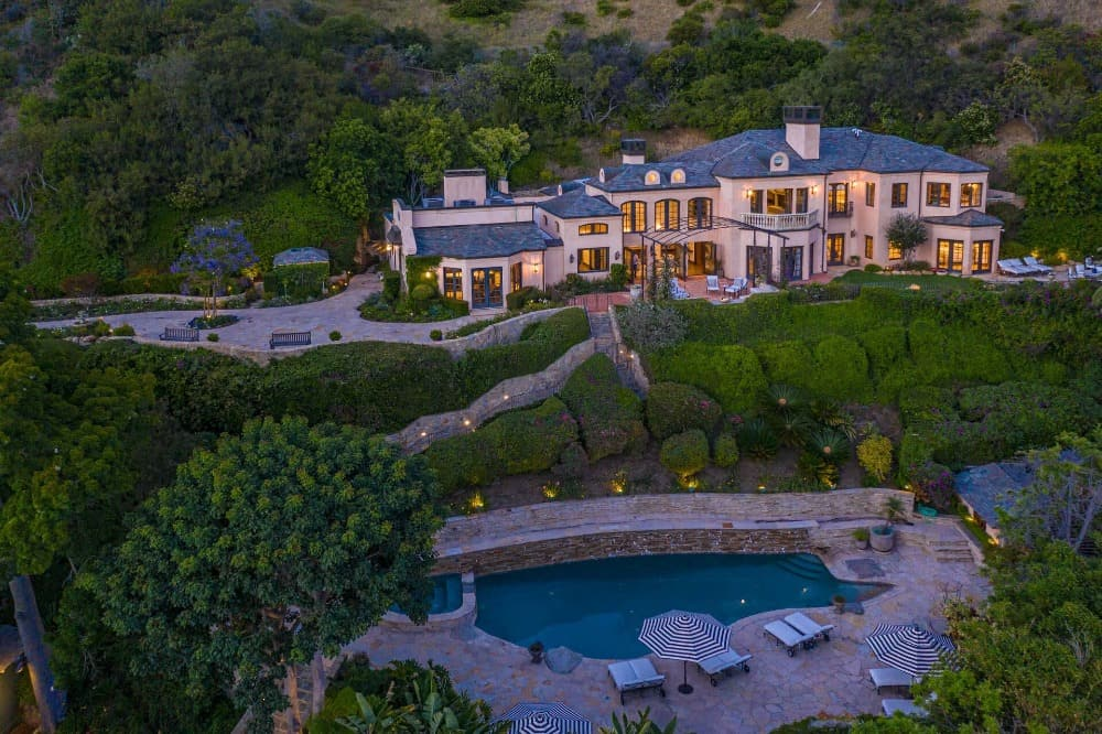Aerial view of the mansion featuring its magnificent outdoor amenities. Images courtesy of Toptenrealestatedeals.com.
