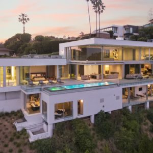 This aerial view of the house shows you that its built on a cliff side that gives each level of the house an access to the beautiful overlooking view of the city. This is augmented by the floor-to-ceiling glass walls that glows warmly from the lights of the interiors. Images courtesy of Toptenrealestatedeals.com.