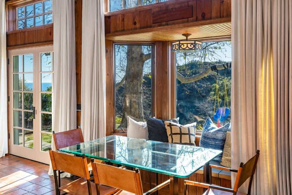 Another small dining area featuring a glass top dining table set for six. Images courtesy of Toptenrealestatedeals.com.