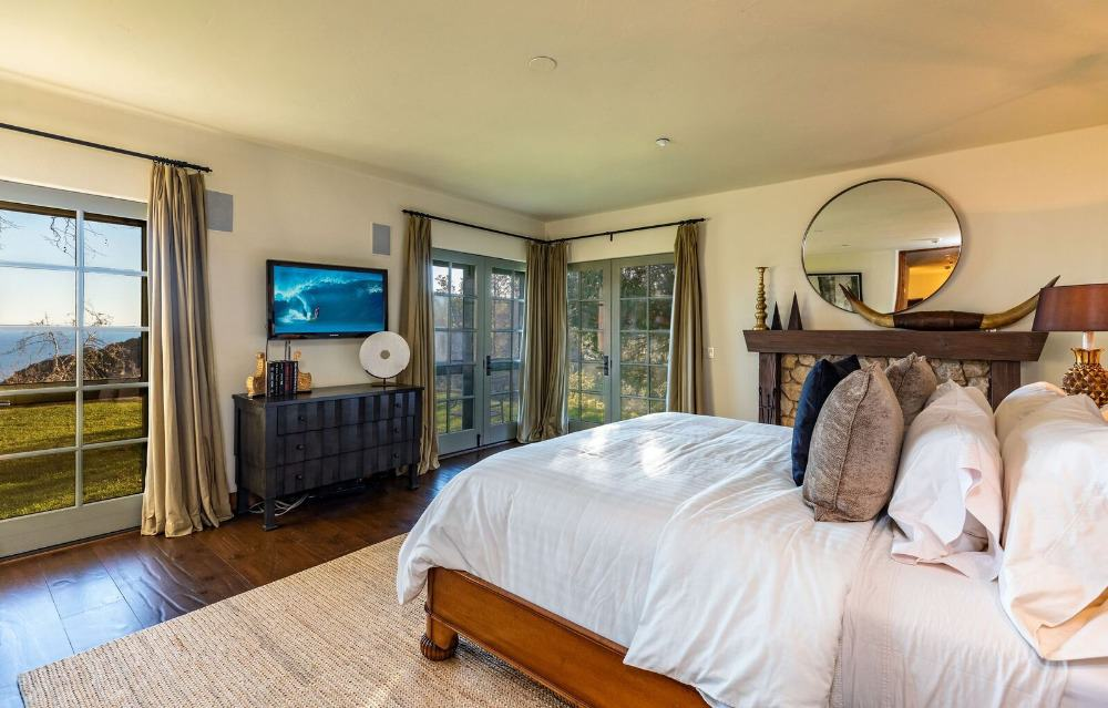 This bedroom suite offers a large bed set with a large fireplace on the side. Images courtesy of Toptenrealestatedeals.com.