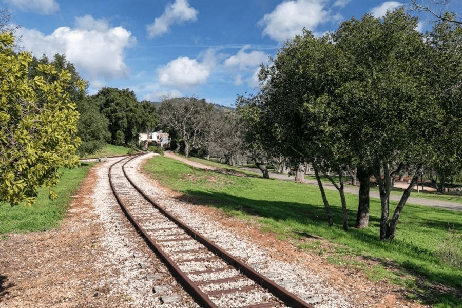A much closer look at the railroad inside the property, surrounded by lawn areas on both sides. Images courtesy of Toptenrealestatedeals.com.