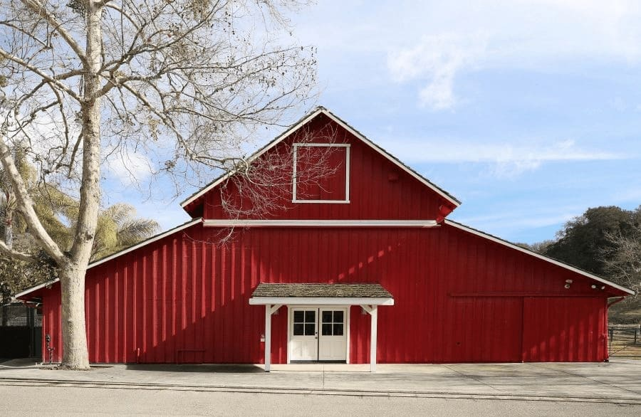 Here's one of the ranch's building finished in red exterior. Images courtesy of Toptenrealestatedeals.com.
