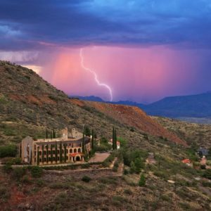 The gorgeous aerial shot of the former mining hotel shows its scenic side of the mountain that affords the inhabitants with a wonderful overlooking view. Images courtesy of Toptenrealestatedeals.com.