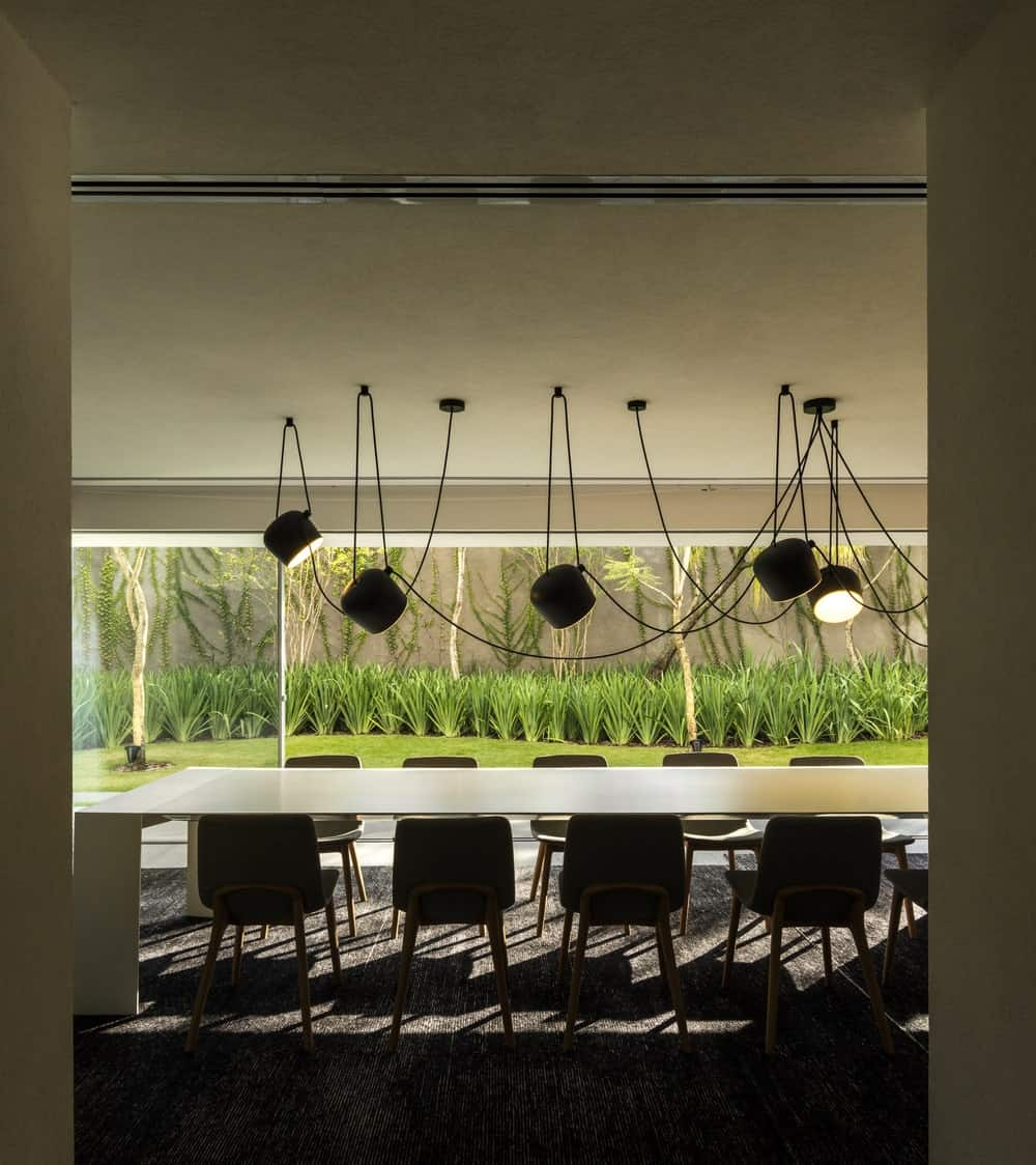 Dining room in the Gama Issa v2.0 designed by studio mk27.