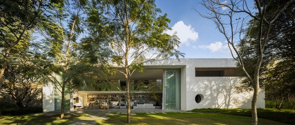Home's facade of the Gama Issa v2.0 designed by studio mk27.