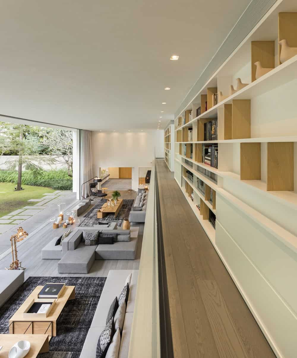 Library overlooking the living room below in the Gama Issa v2.0 designed by studio mk27.