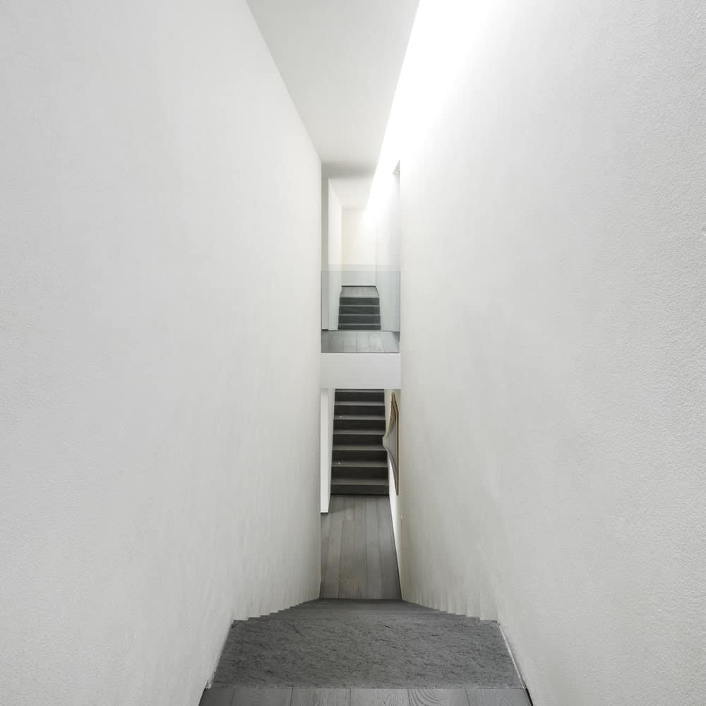 Symmetric staircases in the Gama Issa v2.0 designed by studio mk27.