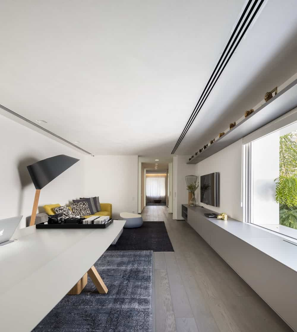 Home office in the Gama Issa v2.0 designed by studio mk27.