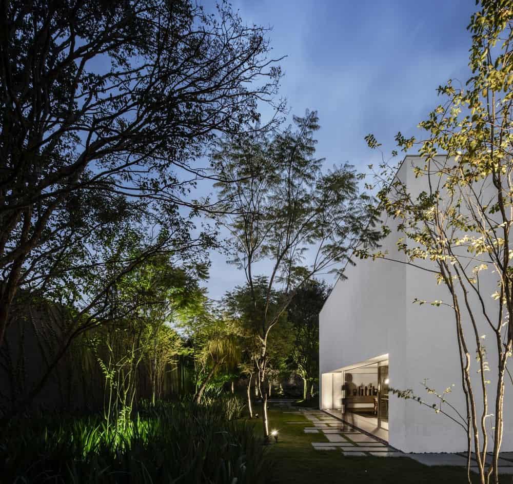 Lush garden in the Gama Issa v2.0 designed by studio mk27.