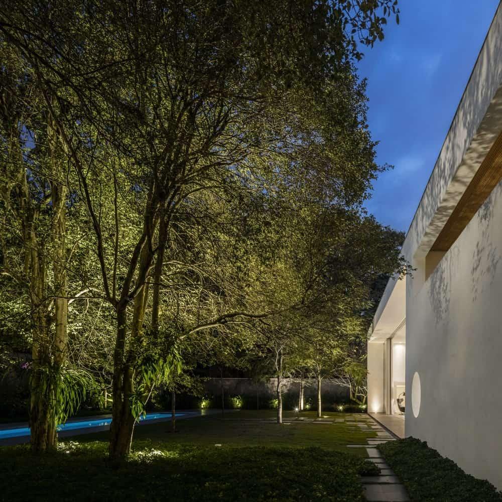 Serene landscaping in the Gama Issa v2.0 designed by studio mk27.