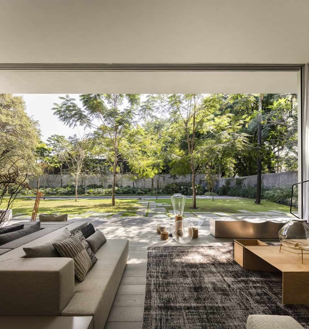 Living room with open windows in the Gama Issa v2.0 designed by studio mk27.