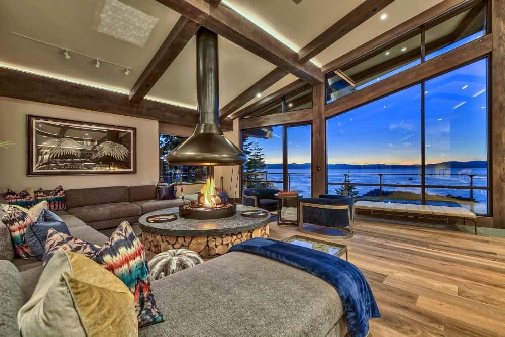 This living space boasts a large sofa set with a fire pit in the middle. The area overlooks the breathtaking view of the sea. Images courtesy of Toptenrealestatedeals.com.