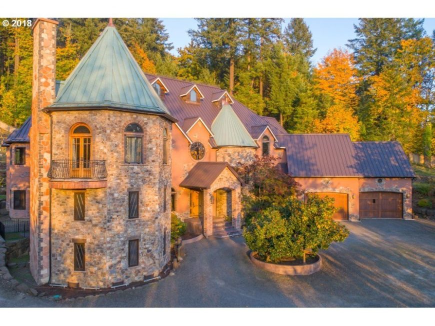 The outdoor view of the house showcases the gorgeous architectural design of the castle. Images courtesy of Toptenrealestatedeals.com.