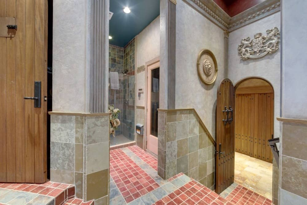 The wall decors of the bathroom area look absolutely stunning and luxurious. Images courtesy of Toptenrealestatedeals.com.