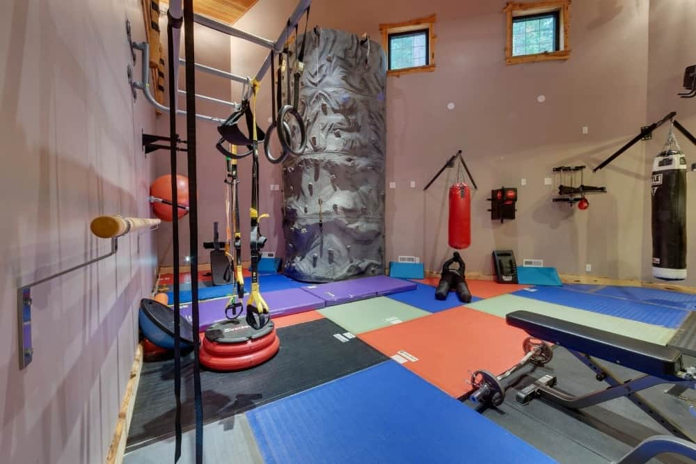 The home also has a home gym featuring many pieces of equipment with a nice area as well. Images courtesy of Toptenrealestatedeals.com.