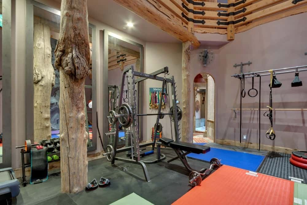 Another look at the home gym focusing on one of the equipment. Images courtesy of Toptenrealestatedeals.com.