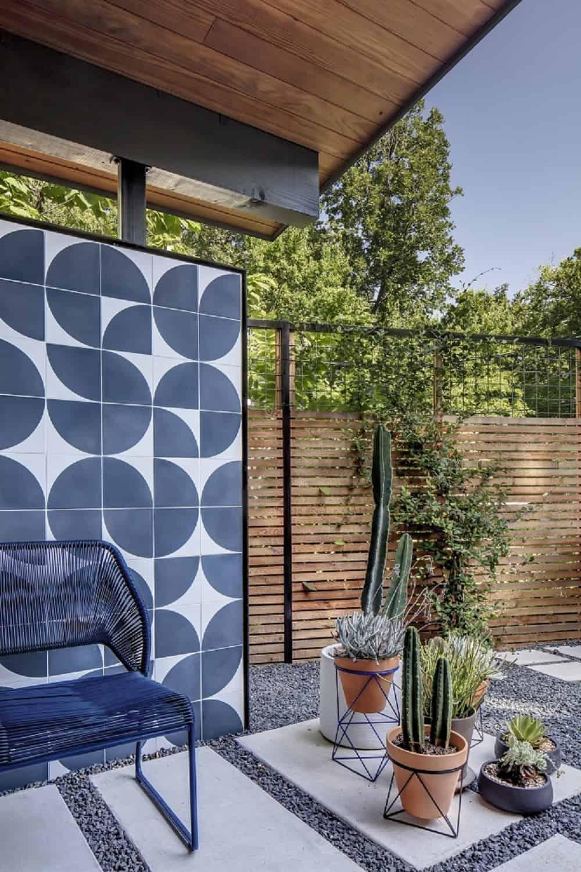 Patio in the Re-Open House designed by Matt Fajkus Architecture.