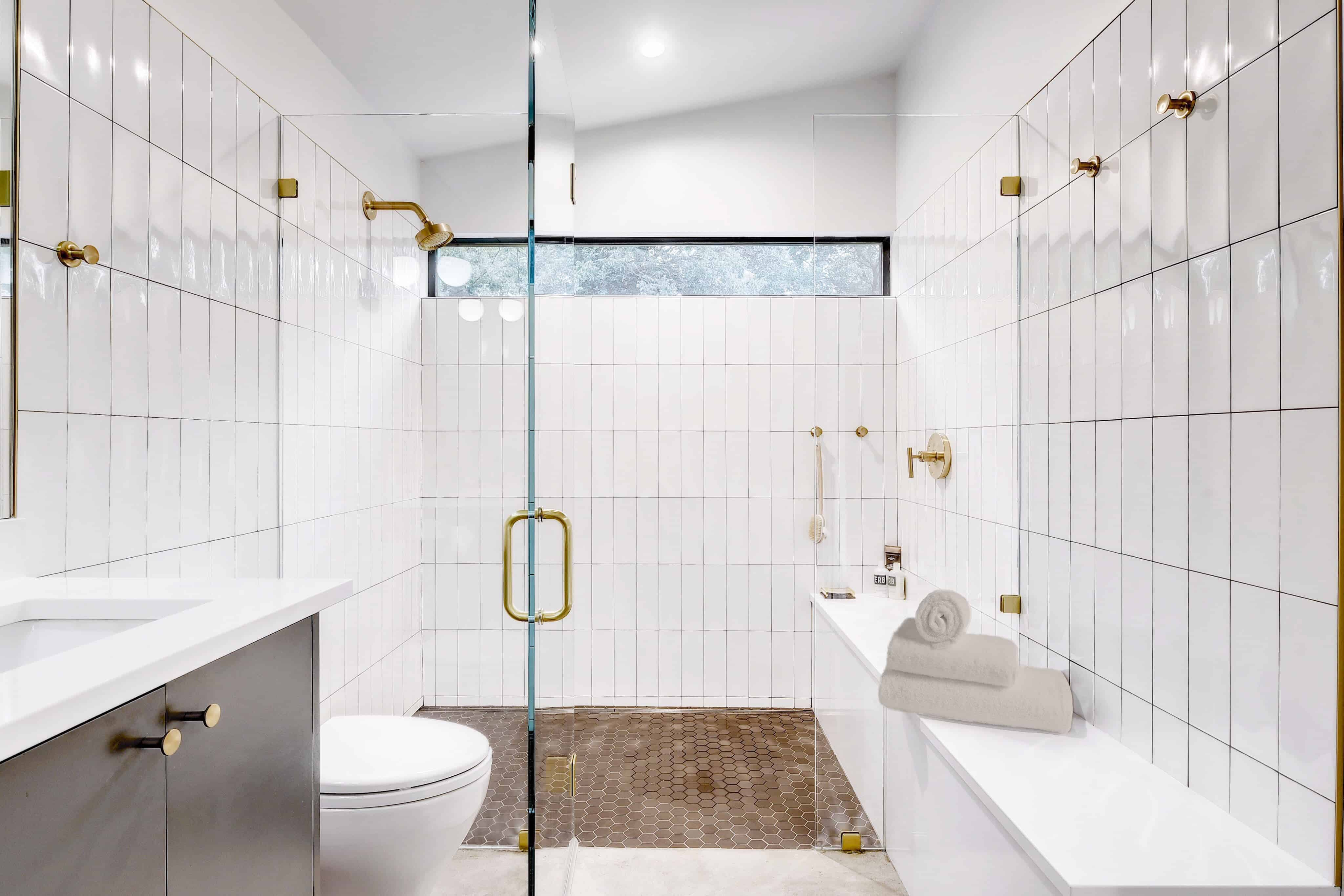 Bathroom in the Re-Open House designed by Matt Fajkus Architecture.