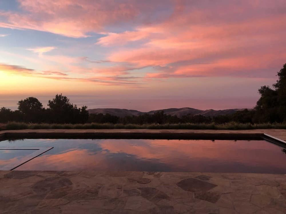 A sunset from the home's swimming pool is absolutely an amazing view. Images courtesy of Toptenrealestatedeals.com.