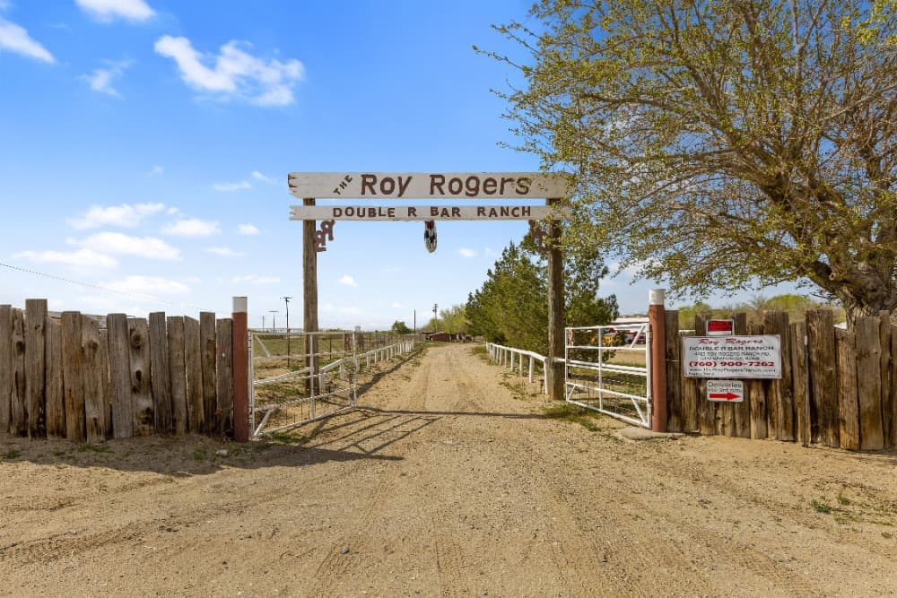 A look at the Roy Rogers' Double R Bar Ranch. Images courtesy of Toptenrealestatedeals.com.