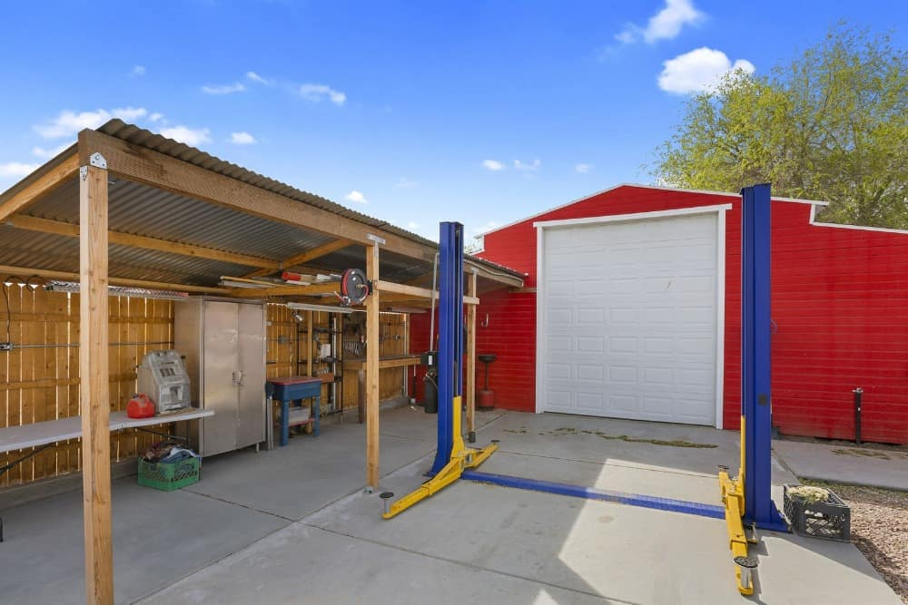 Here's a garage area where vehicles and other motorized or mechanized equipment can be repaired. Images courtesy of Toptenrealestatedeals.com.