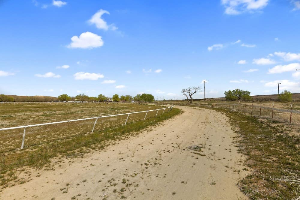 Here's the pathway leading to the ranch's stables and home. Images courtesy of Toptenrealestatedeals.com.