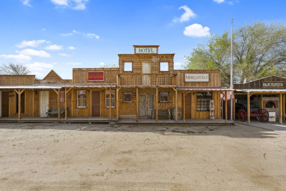 Here's some of the buildings inside the ranch, set near the stable, imitating the old wild west era. Images courtesy of Toptenrealestatedeals.com.