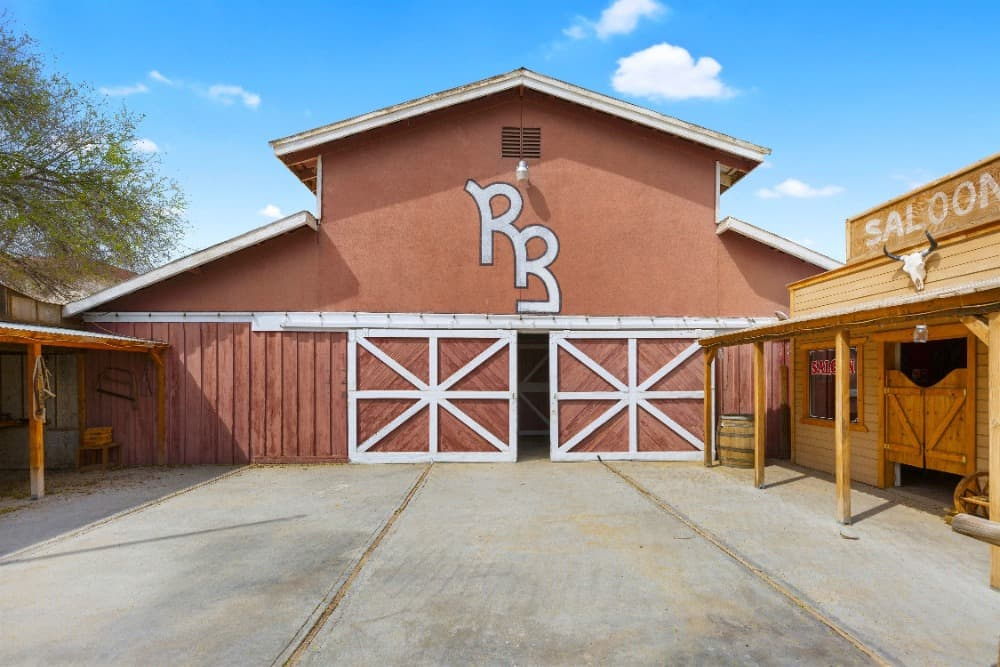 Here's the large stable inside the ranch, along with the saloon on the side. Images courtesy of Toptenrealestatedeals.com.