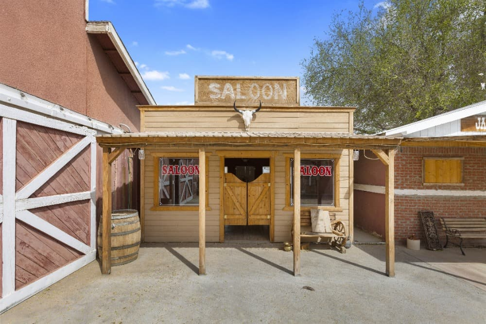 Here's a small saloon set beside the stable, looking exactly like an old saloon during the wild west era. Images courtesy of Toptenrealestatedeals.com.