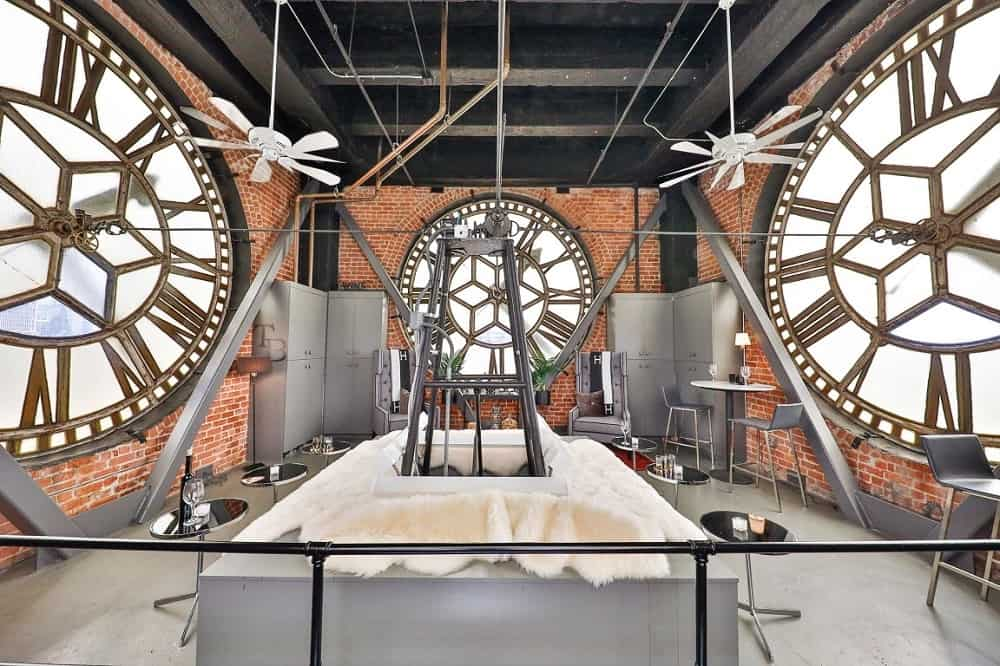 This penthouse boasts of a unique clock room within the clock itself. Images courtesy of Toptenrealestatedeals.com.