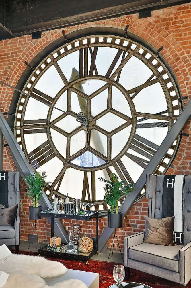 The beautiful and unique view of the inside of a clock that can inspire anyone. Images courtesy of Toptenrealestatedeals.com.