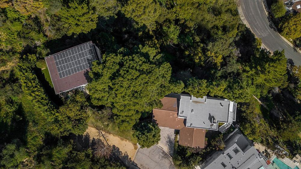 A bird's eye view of the property boasting the lush landscaping surrounding it. Images courtesy of Toptenrealestatedeals.com.