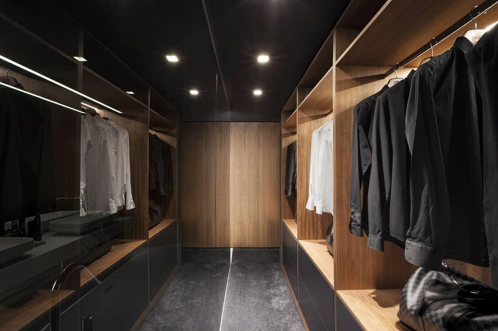 Walk-in closet in the SPV29 designed by ALL In STUDIO LTD.