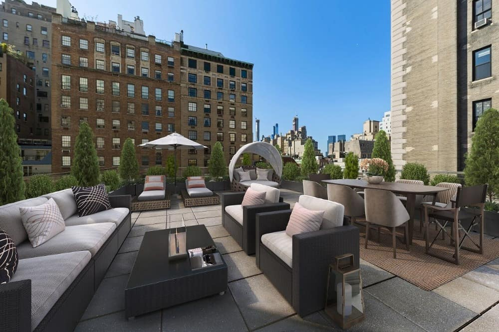 The rooftop boasts a set of outdoor seats and outdoor dining. Images courtesy of Toptenrealestatedeals.com.