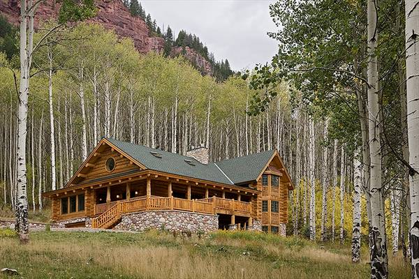 Two-Story 4-Bedroom Log Home