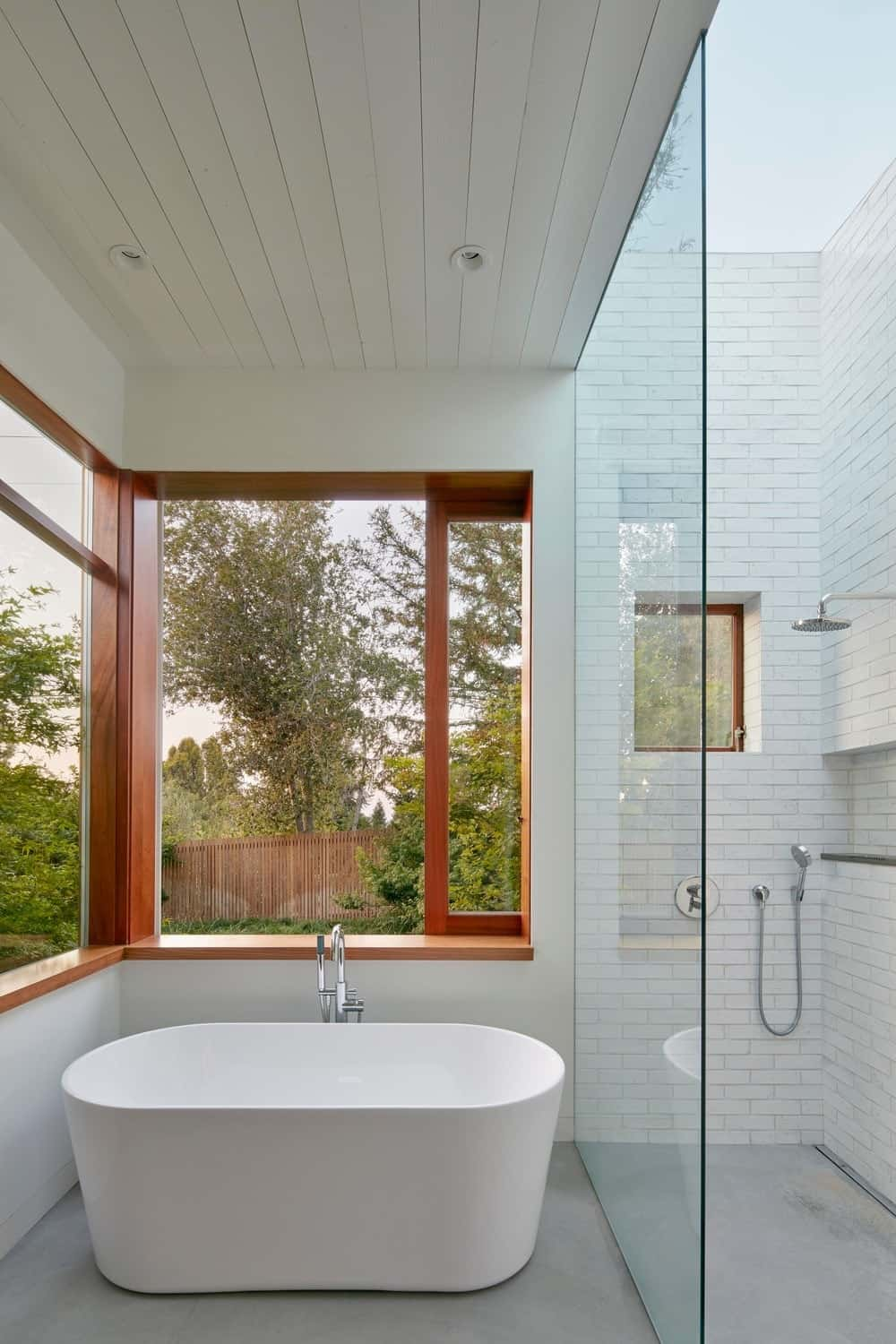 Primary bathroom in the Modern-Day California Ranch House designed by Malcolm Davis Architecture.