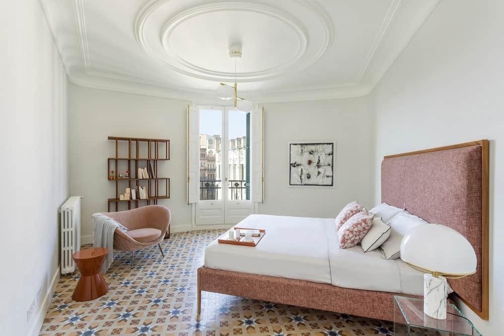 Bedroom in the Casa Burés designed by Estudio VILABLANCH + TDB Arquitectura.