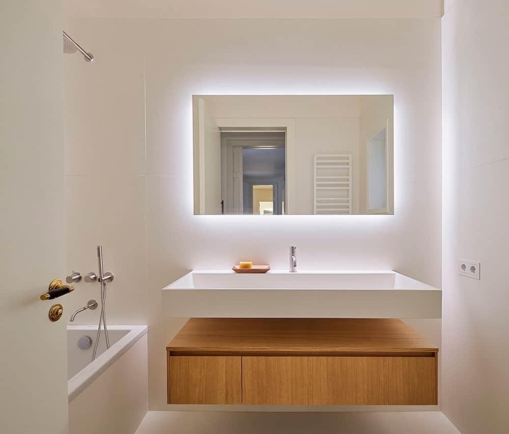 Bathroom in the Casa Burés designed by Estudio VILABLANCH + TDB Arquitectura.