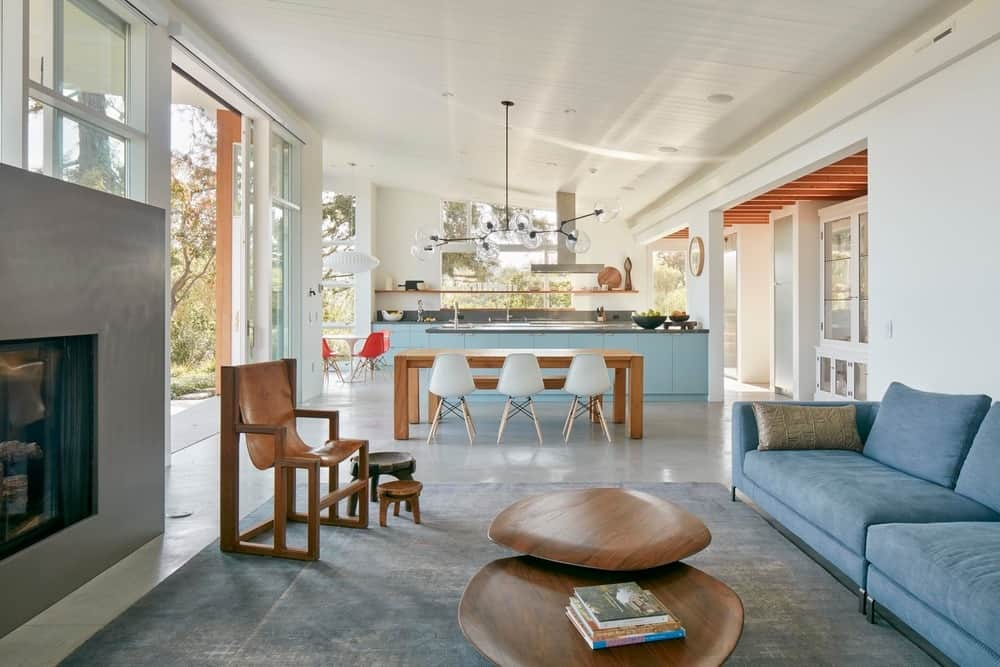 Living room in the Modern-Day California Ranch House designed by Malcolm Davis Architecture.