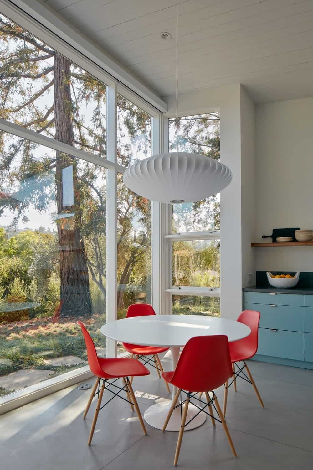 Breakfast nook in the Modern-Day California Ranch House designed by Malcolm Davis Architecture.