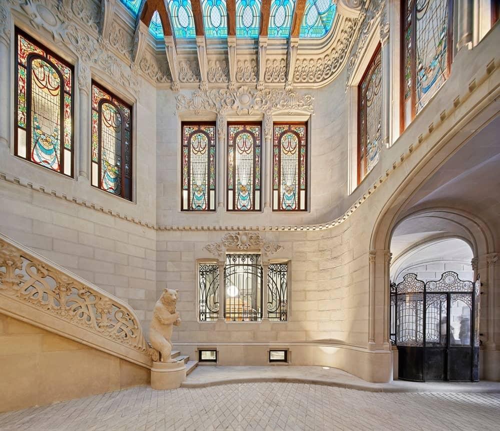Foyer in the Casa Burés designed by Estudio VILABLANCH + TDB Arquitectura.
