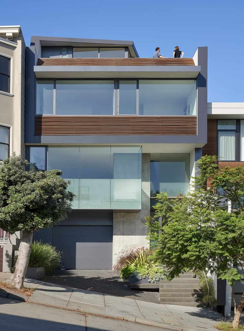 Facade of the House on Hillside designed by Terry & Terry Architecture.