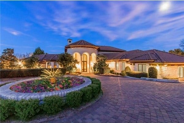 4-Bedroom Three-Story Rodeo Home