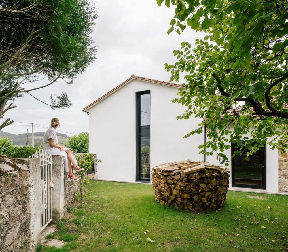 Side exterior view of the House in Güemes designed by Zooco Estudio.