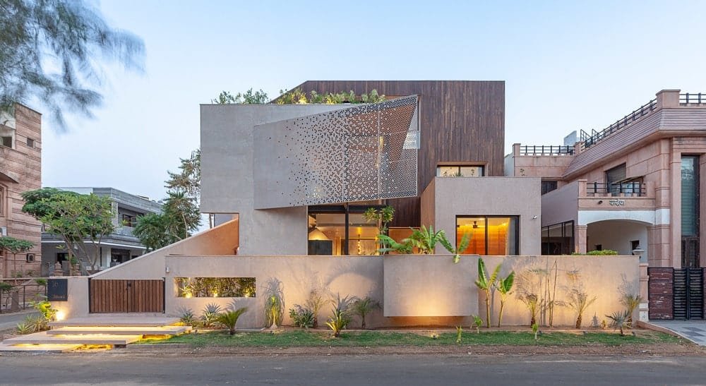 Front exterior view of the Chhavi House (Oasis in the Thar Desert) designed by Abraham John Architects.
