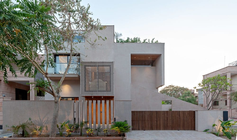 Side exterior view of the Chhavi House (Oasis in the Thar Desert) designed by Abraham John Architects.