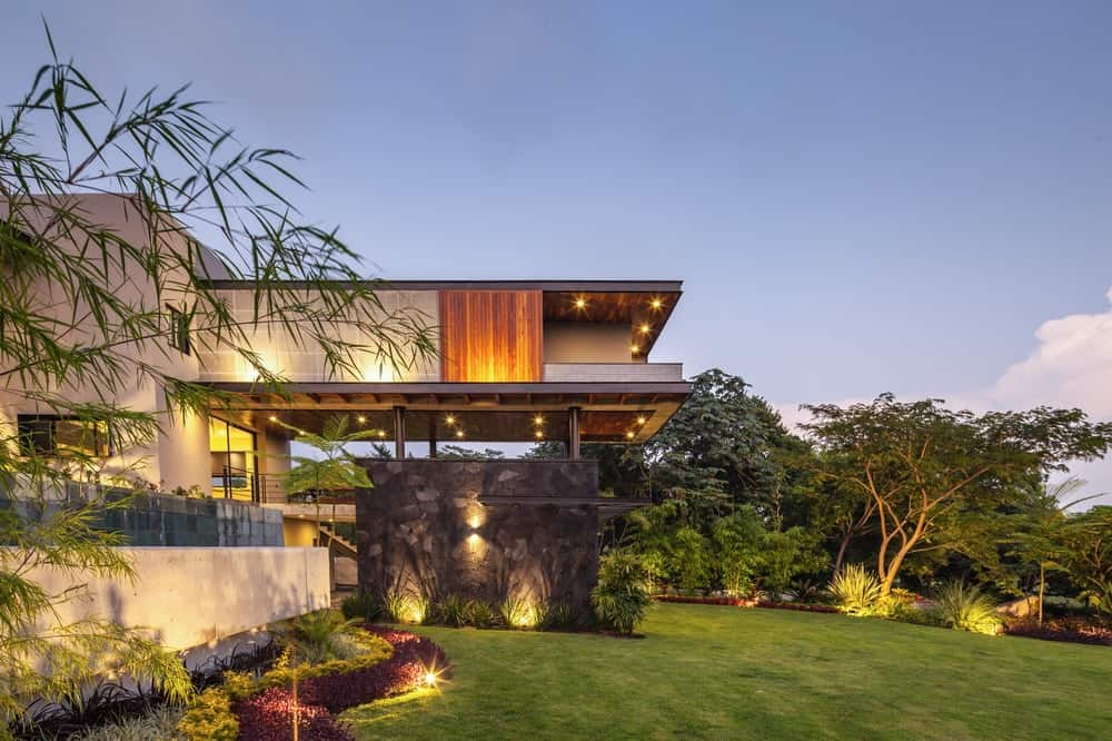 Serene landscaping in the Casa Kaleth designed by Di Frenna Arquitectos.