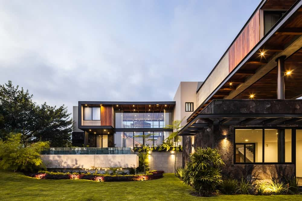 Rear exterior view of the Casa Kaleth designed by Di Frenna Arquitectos.