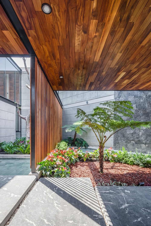 Indoor garden in the Casa Kaleth designed by Di Frenna Arquitectos.