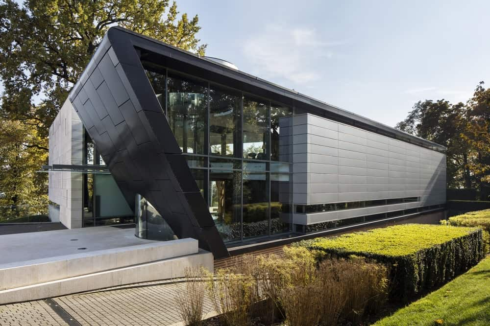 Facade of the Lake House designed by ARRCC.